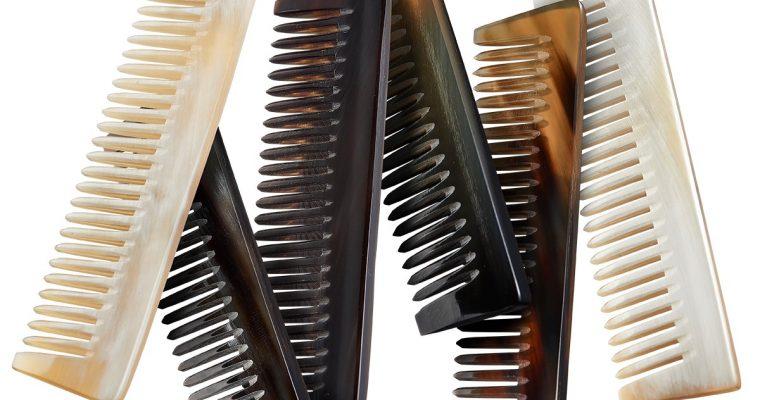 Un peigne barbe est bien pratique pour remettre les poils en ordre